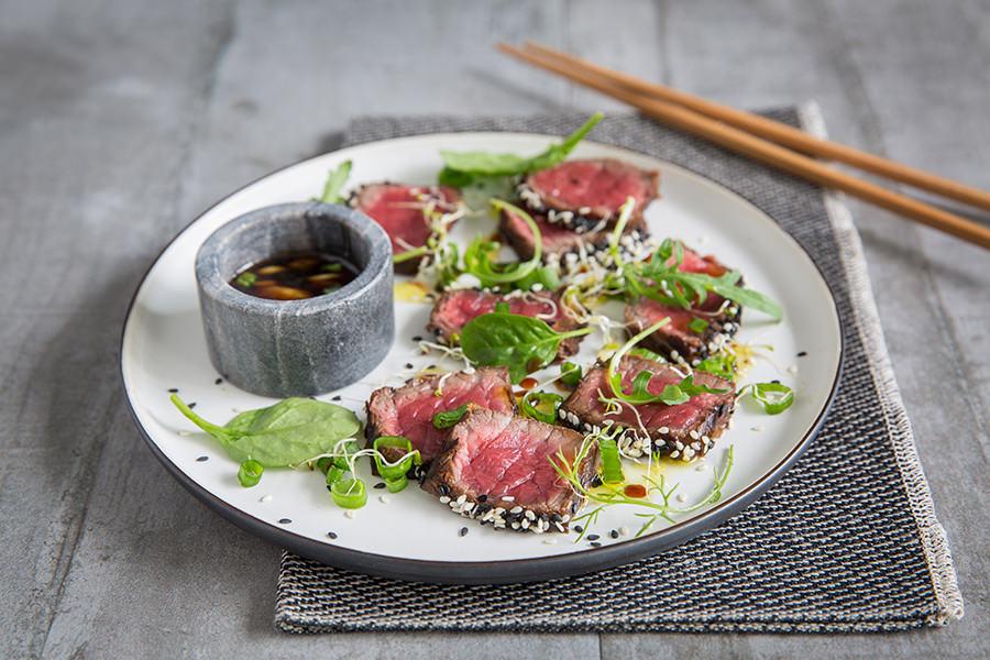 Tataki de bœuf à la citronnelle et à la coriandre