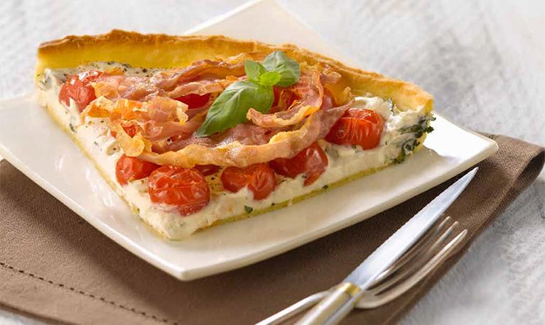 Tarte au fromage frais, tomates cerises et Serrano