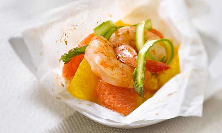 Gambas aux agrumes et à l'estragon, salade d'asperges croquantes